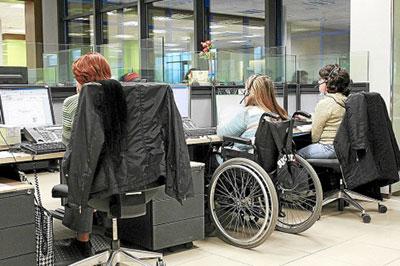 trabajo-discapacidad-sillas