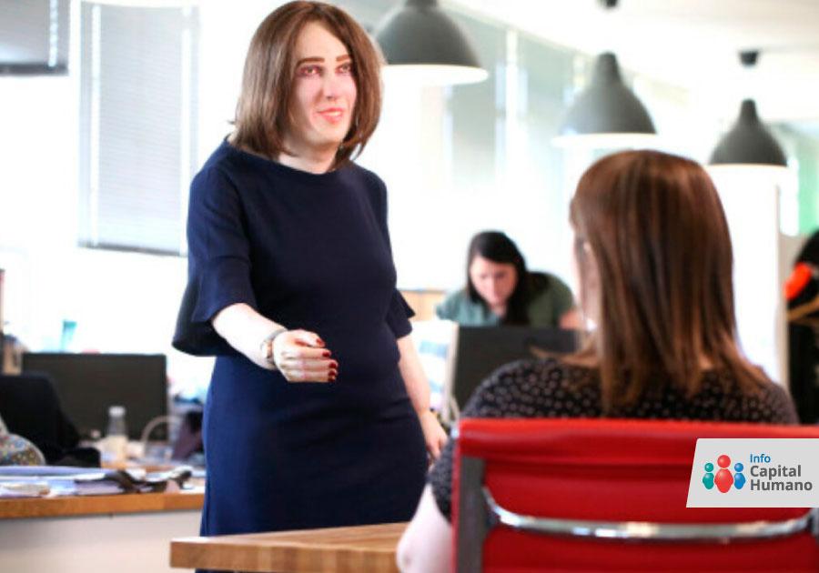 Perfil de una mujer tras 20 años de trabajo en una oficina